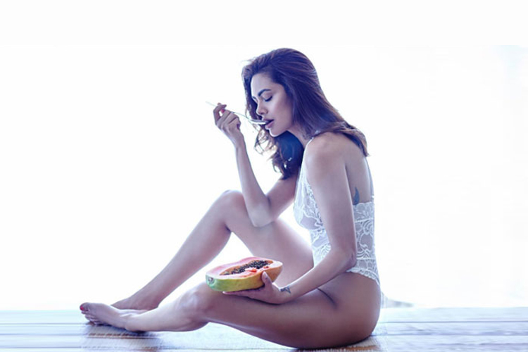 9 Images That Prove Why Esha Gupta Is The hottest One
